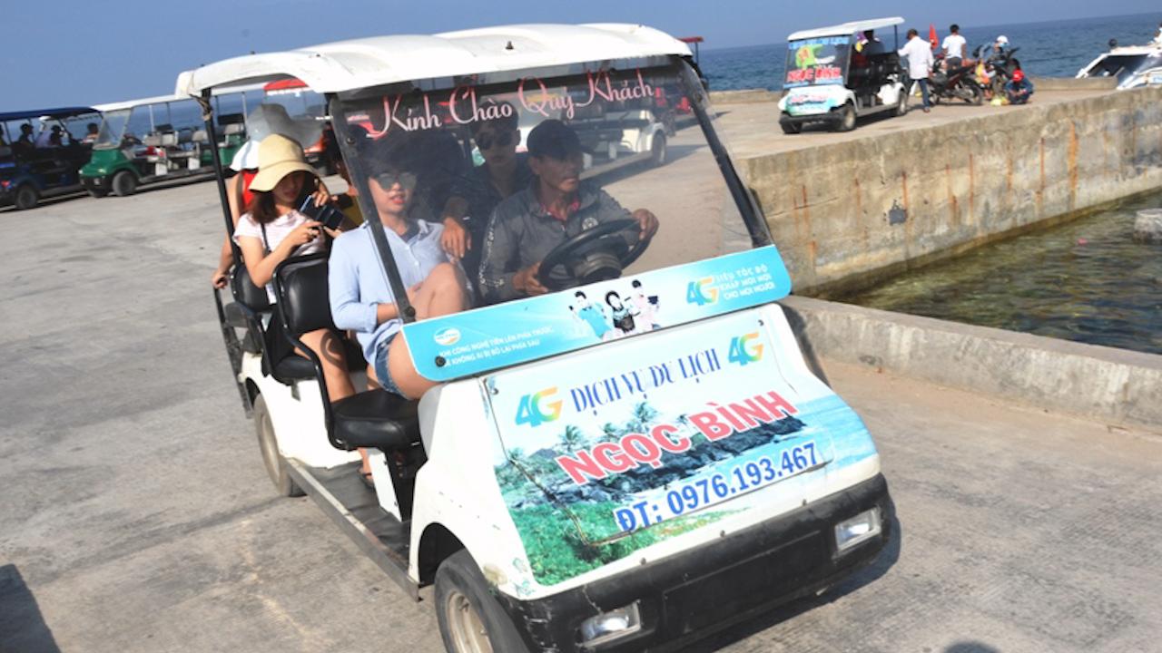 Người dân đảo Bé sắm xe điện phục vụ du khách