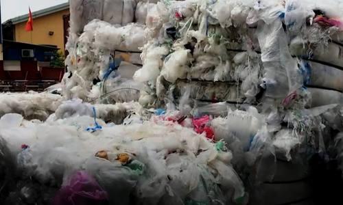 8.000 container phế liệu tồn đọng ở cảng Cát Lái