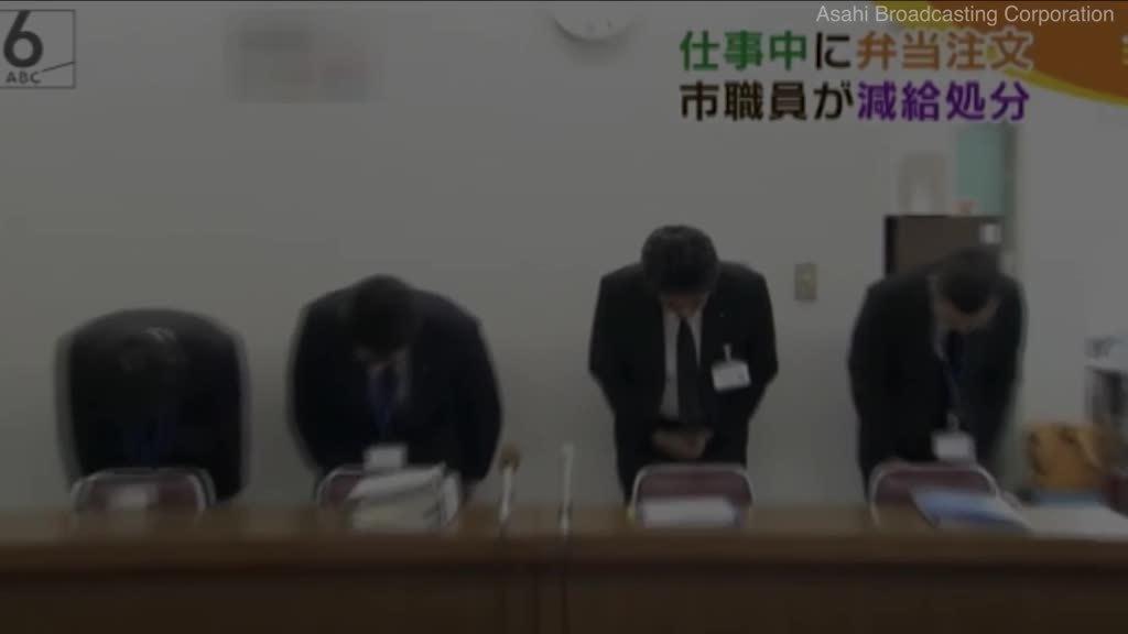 Video lãnh đạo công ty Nhật cúi đầu xin lỗi