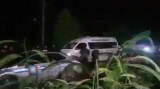 Xe cứu thương rời khu vực hang Tham Luang