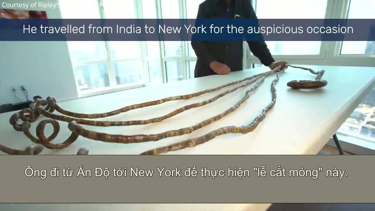 Người đàn ông Ấn Độ cắt bỏ bộ móng tay dài 9 mét