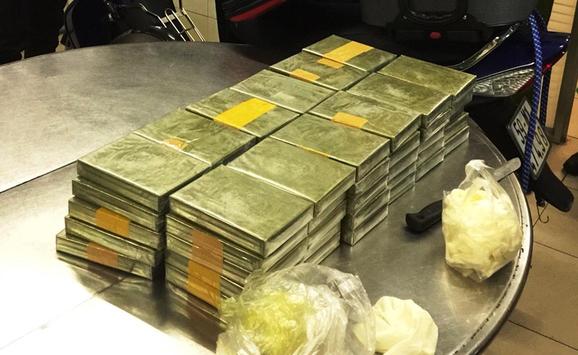 Triệt phá đường dây ma túy, thu giữ 179 bánh heroin