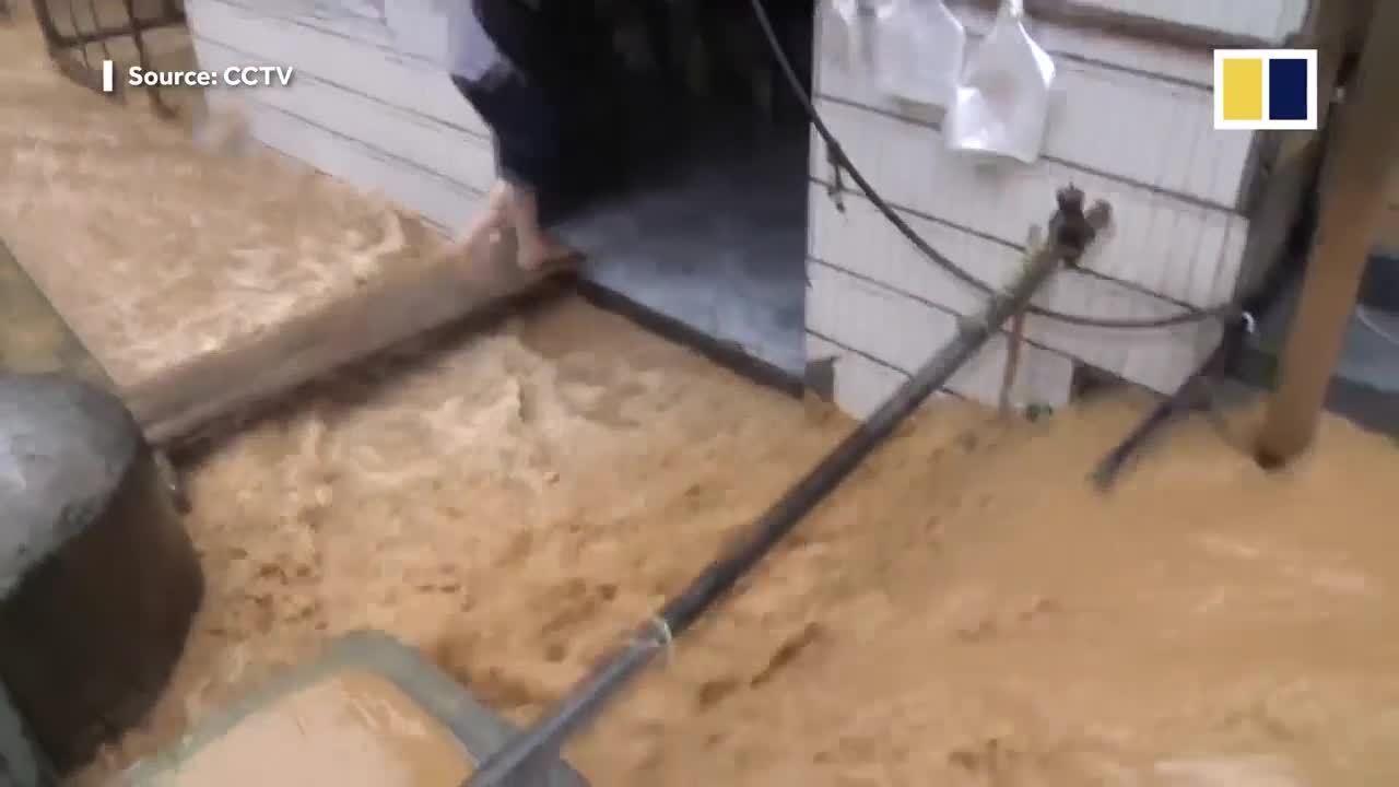 Lũ lụt tàn phá Trung Quốc, 12 người thiệt mạng