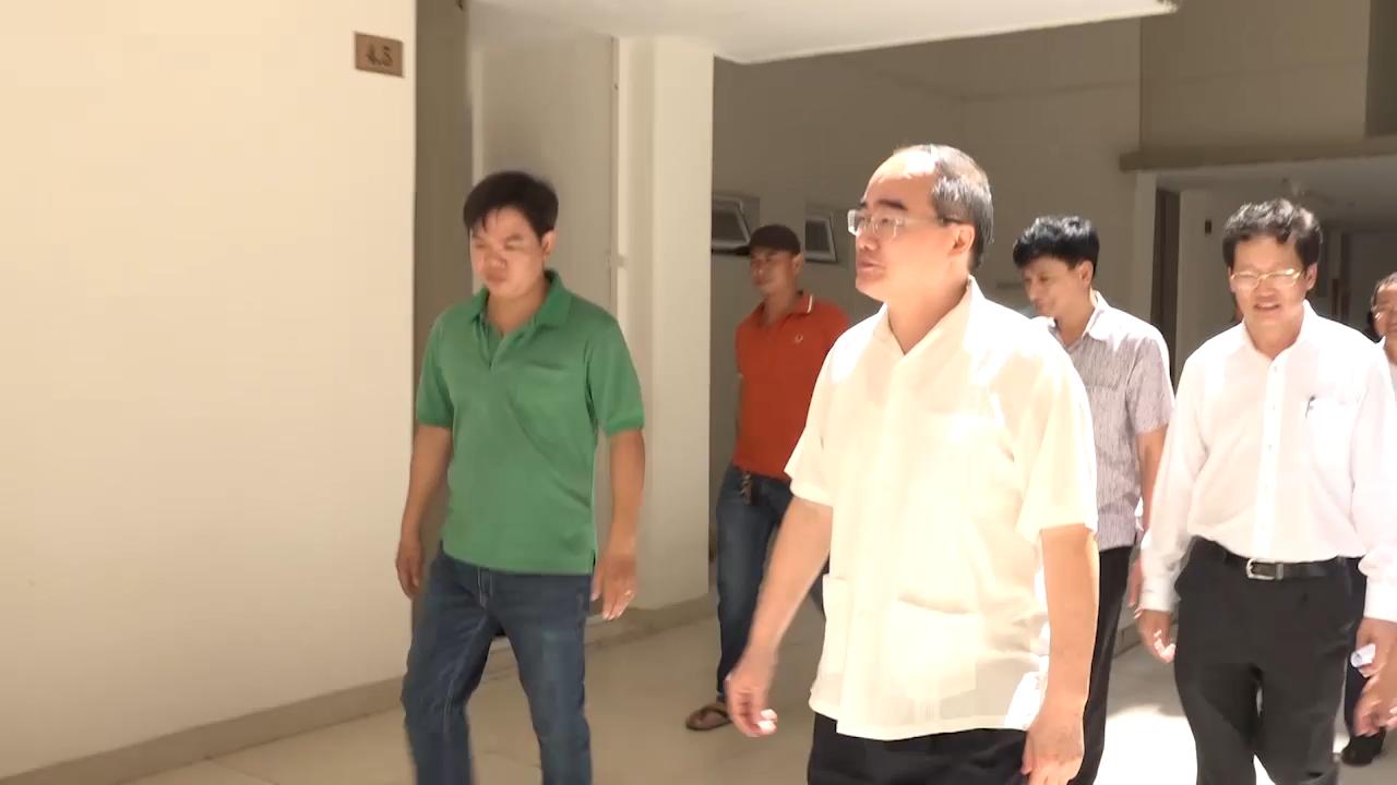 Ông Nguyễn Thiện Nhân thăm các hộ dân Thủ Thiêm