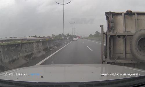 Đánh lái - điều cấm kỵ khi ôtô nổ lốp