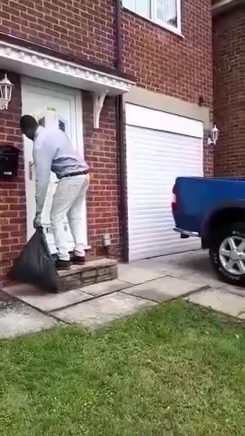 Màn đổ rác kỳ công nhất thế giới
