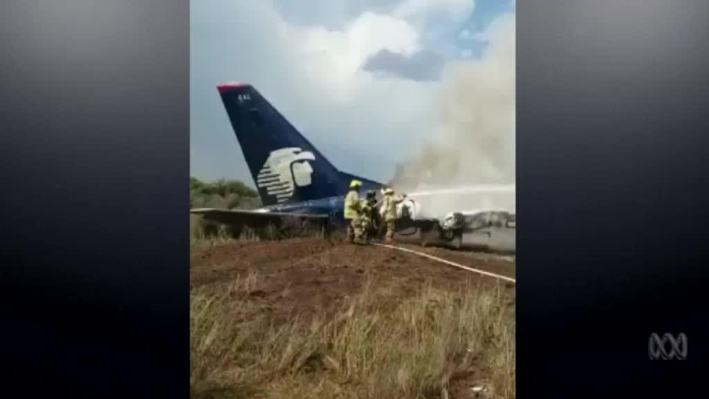 Máy bay Mexico rơi do mưa đá, 85 người bị thương