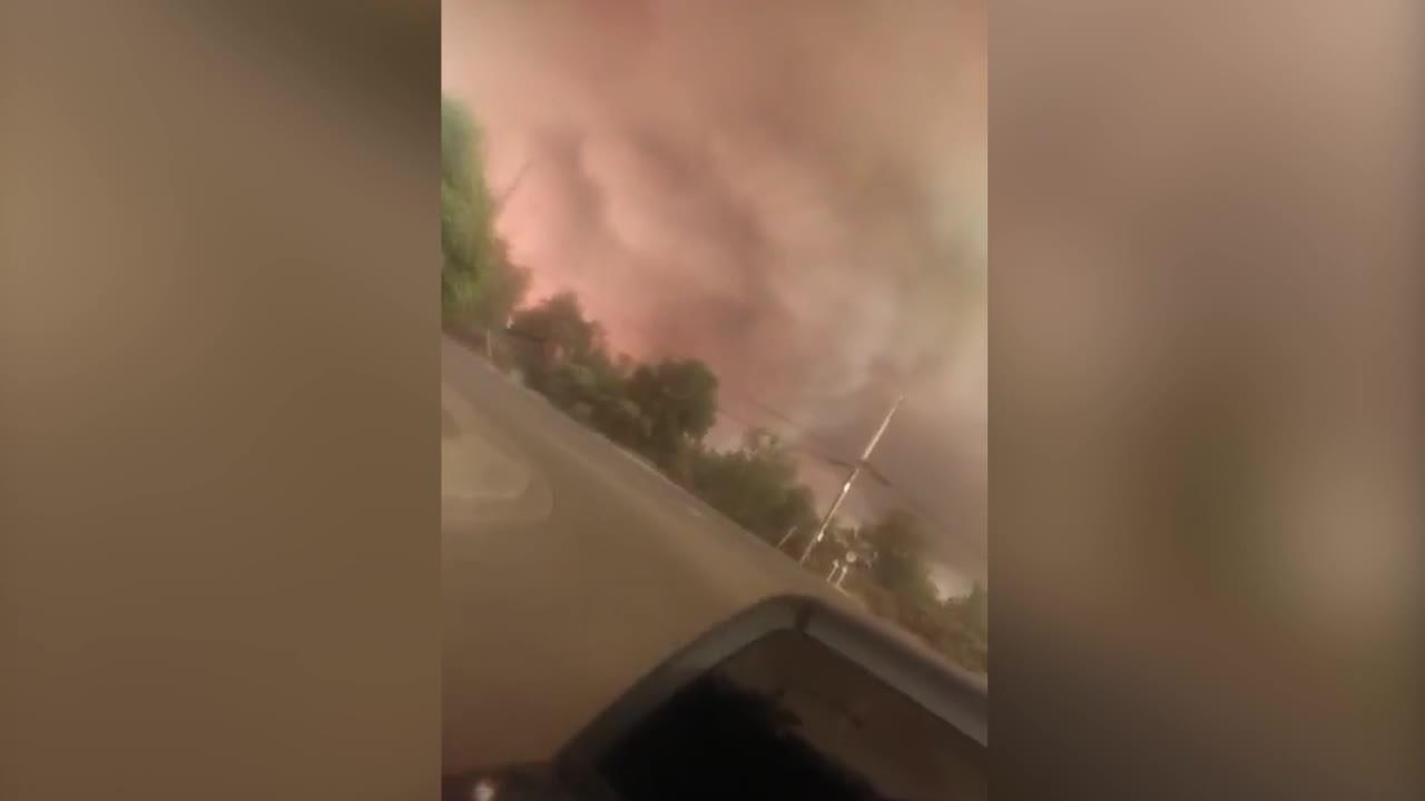 Siêu lốc xoáy lửa hình thành trong cháy rừng ở Mỹ