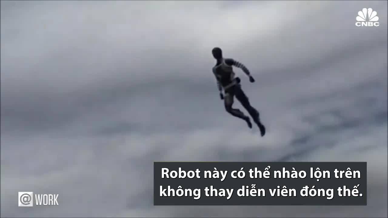 Robot giống người có thể nhào lộn ở độ cao 18 mét