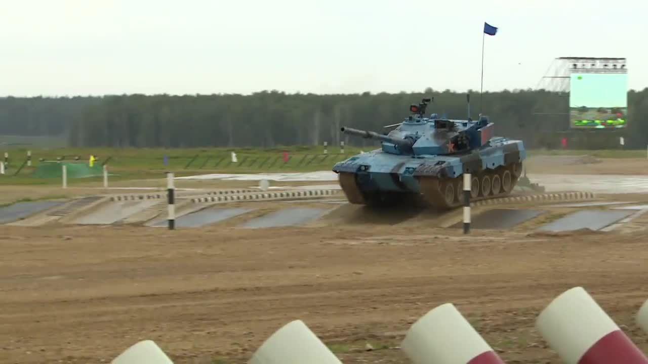 Xe tăng gặp sự cố, đội Trung Quốc vẫn về nhất trong bán kết Tank Biathlon 2018