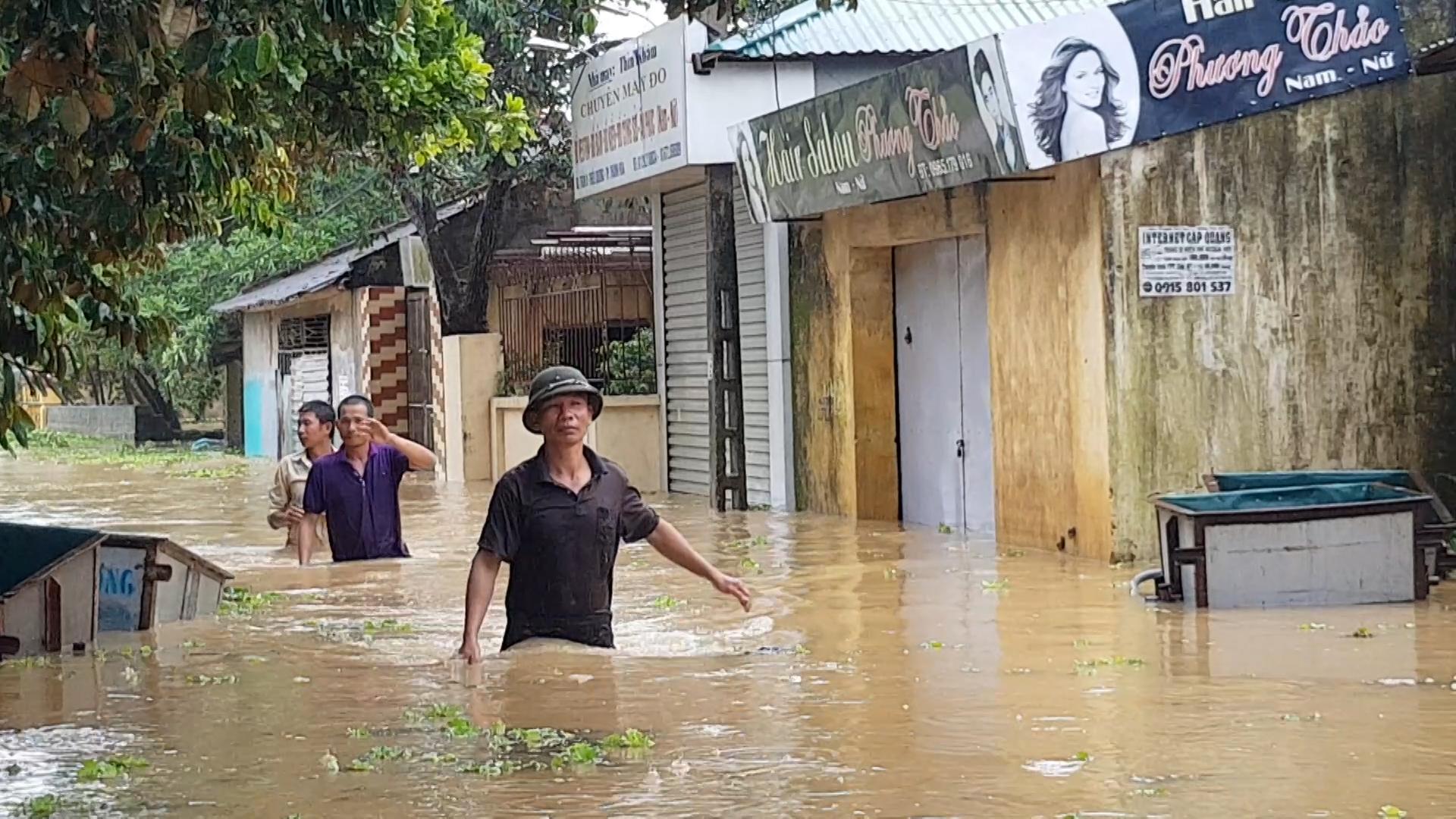 Hơn 7.000 người dân Thanh Hoá sơ tán do nước lũ dâng cao