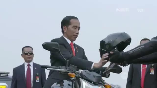 Tổng thống Indonesia cưỡi môtô đến khai mạc Asiad 2018