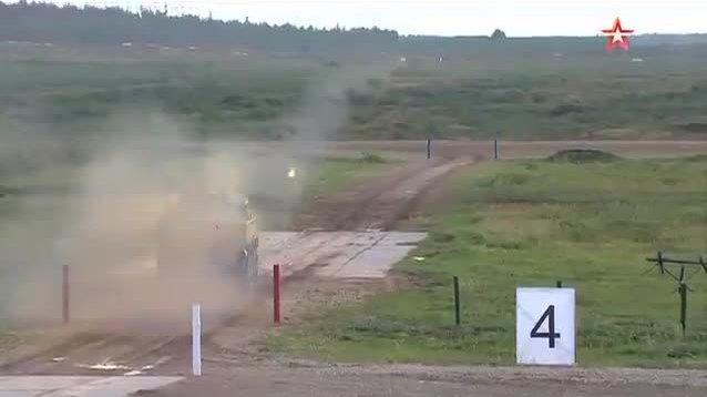 Nga phô diễn chiến thuật bắn tên lửa kép xuyên thủng giáp xe tăng Mỹ