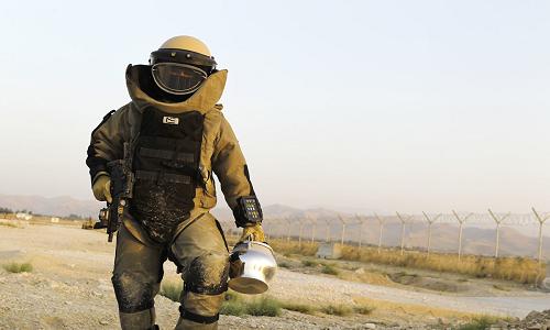 Cấu tạo bộ đồ bảo vệ mạng sống cho chuyên gia gỡ bom