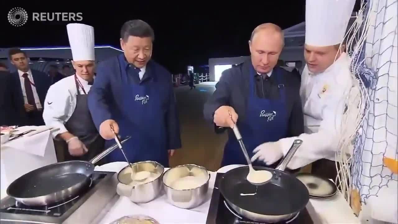 Putin rán bánh kếp cùng Tập Cận Bình