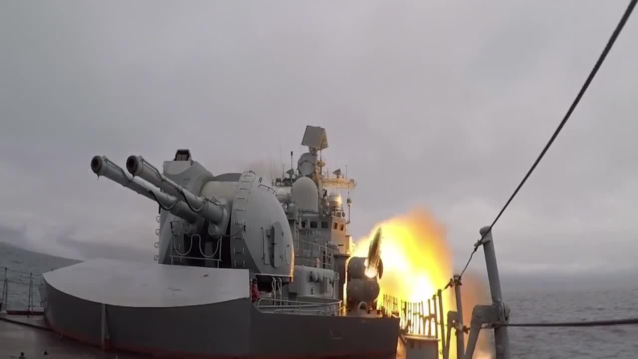Tàu chiến, máy bay Nga diệt mục tiêu trong tập trận lớn nhất lịch sử