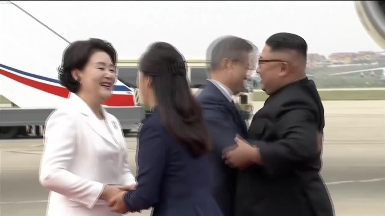 Lãnh đạo Triều Tiên chào đón Tổng thống Hàn Quốc tại sân bay