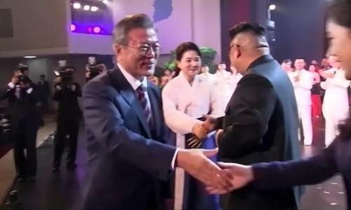 Lãnh đạo Hàn - Triều xem biểu diễn, dự quốc yến