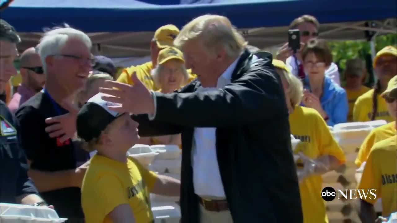 Cậu bé muốn Trump an ủi sau bão Florence