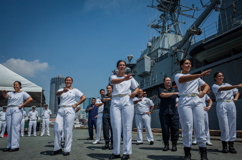 Thuỷ thủ tàu khu trục New Zealand đã nhảy điệu Kapa haka trên cảng Sài Gòn