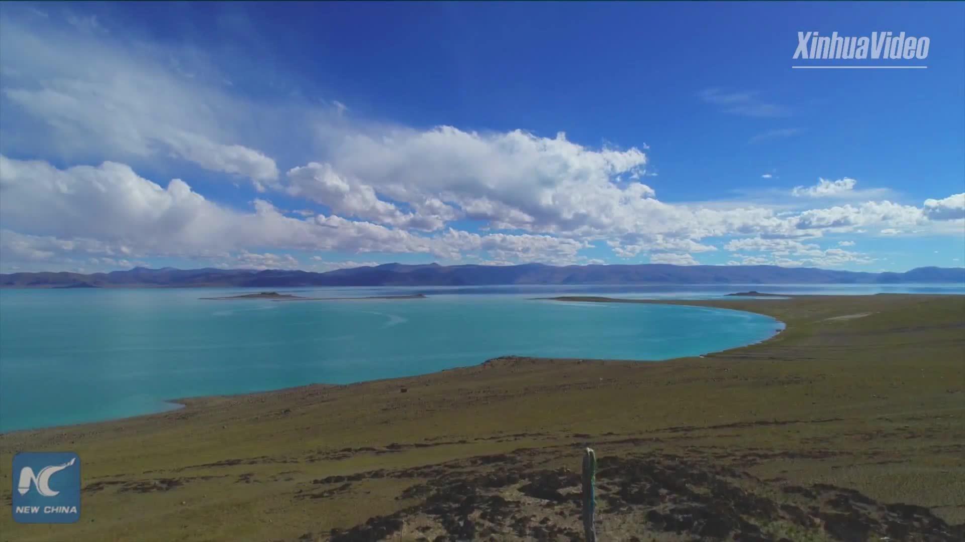 Vẻ đẹp của hồ nước mặn cao nhất thế giới