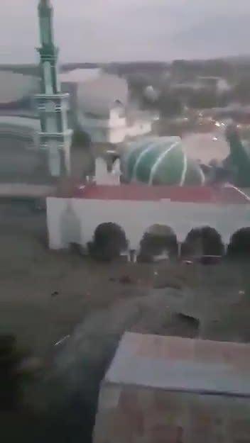Thánh đường Indonesia sập vòm, ngập nước sau động đất, sóng thần