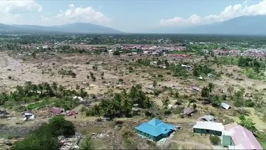 Cảnh tan hoang ở Indonesia sau thảm họa kép
