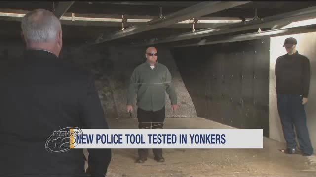 """Bản mới_Cảnh sát New York trấn áp tội phạm bằng """"súng Người Dơi"""""""