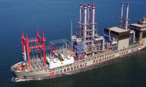 Giải cứu tàu thủy 160 mét bị đổ nghiêng khi xuống nước
