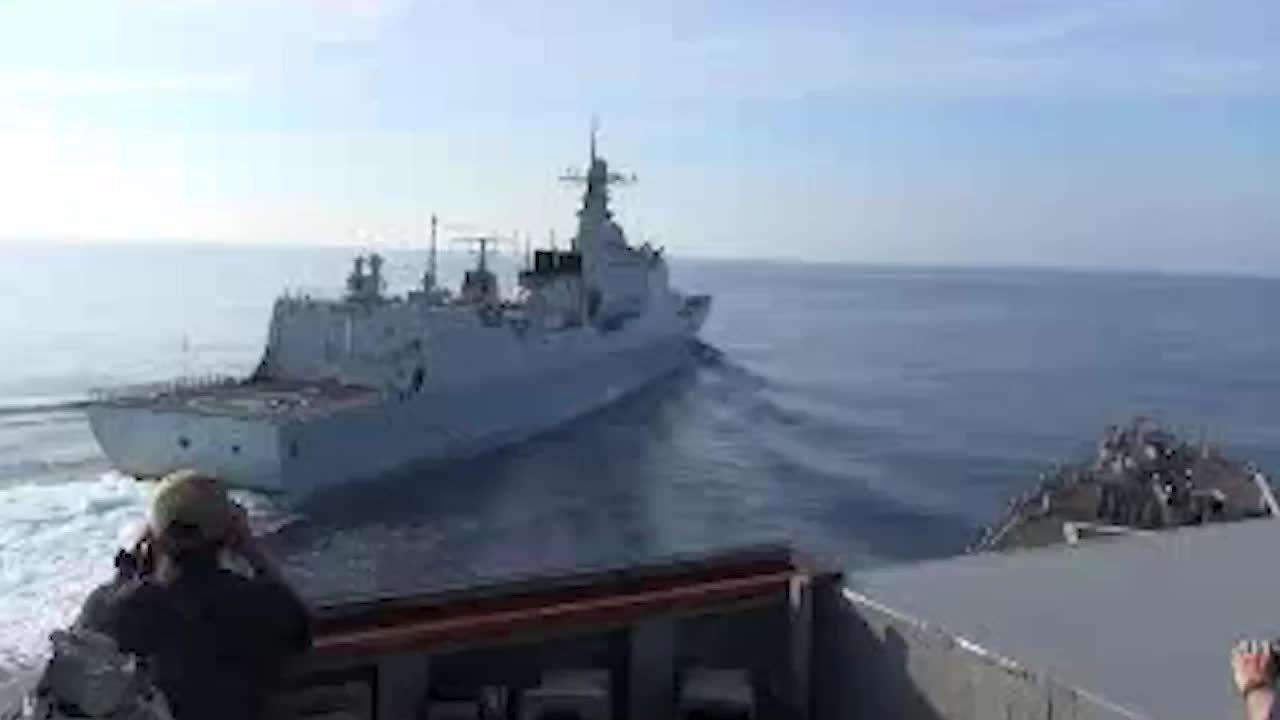 Anh công bố video tàu Trung Quốc đe dọa chiến hạm Mỹ trên Biển Đông