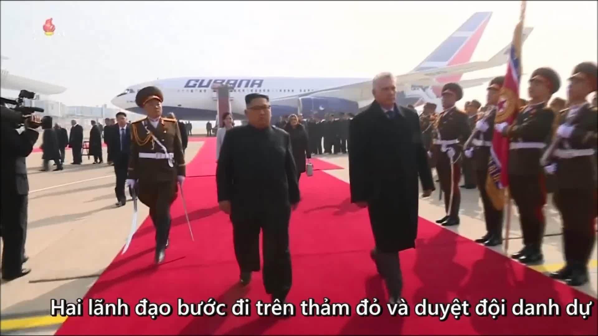 Kim Jong-un cùng vợ ra sân bay đón Chủ tịch Cuba thăm Triều Tiên