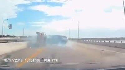 Ôtô 'cướp đường' gây tai nạn trên cao tốc, bài học cho tài xế Việt