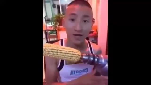 Chàng trai rơi răng vì nghịch dại ăn bắp bằng máy khoan