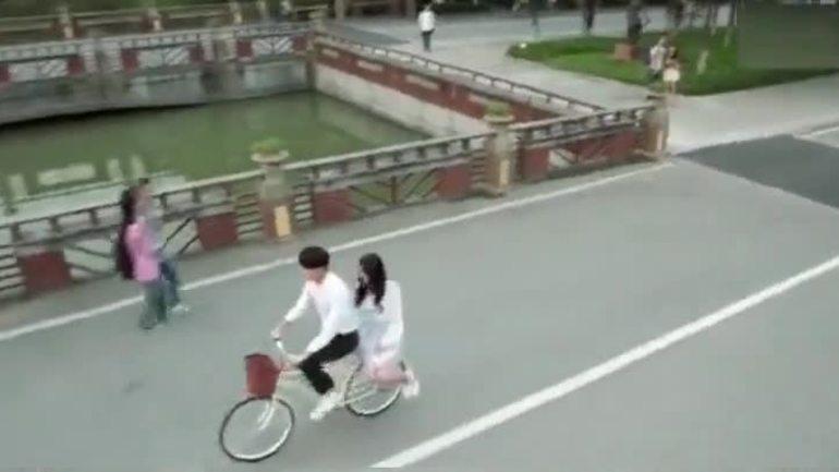 Chuyến xe đạp tình yêu và lực lượng hùng hậu phía sau chuyến xe ấy