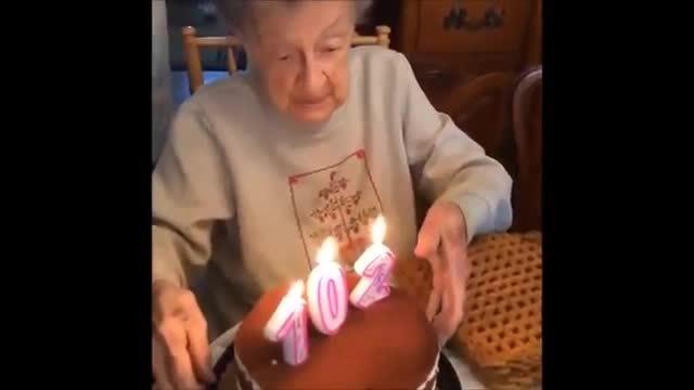 Cụ bà làm bay hàm răng giả khi thổi nến mừng sinh nhật