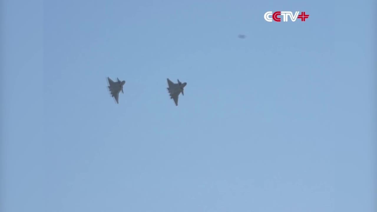 Trung Quốc không dám lắp động cơ nội địa cho tiêm kích J-20 bay biểu diễn