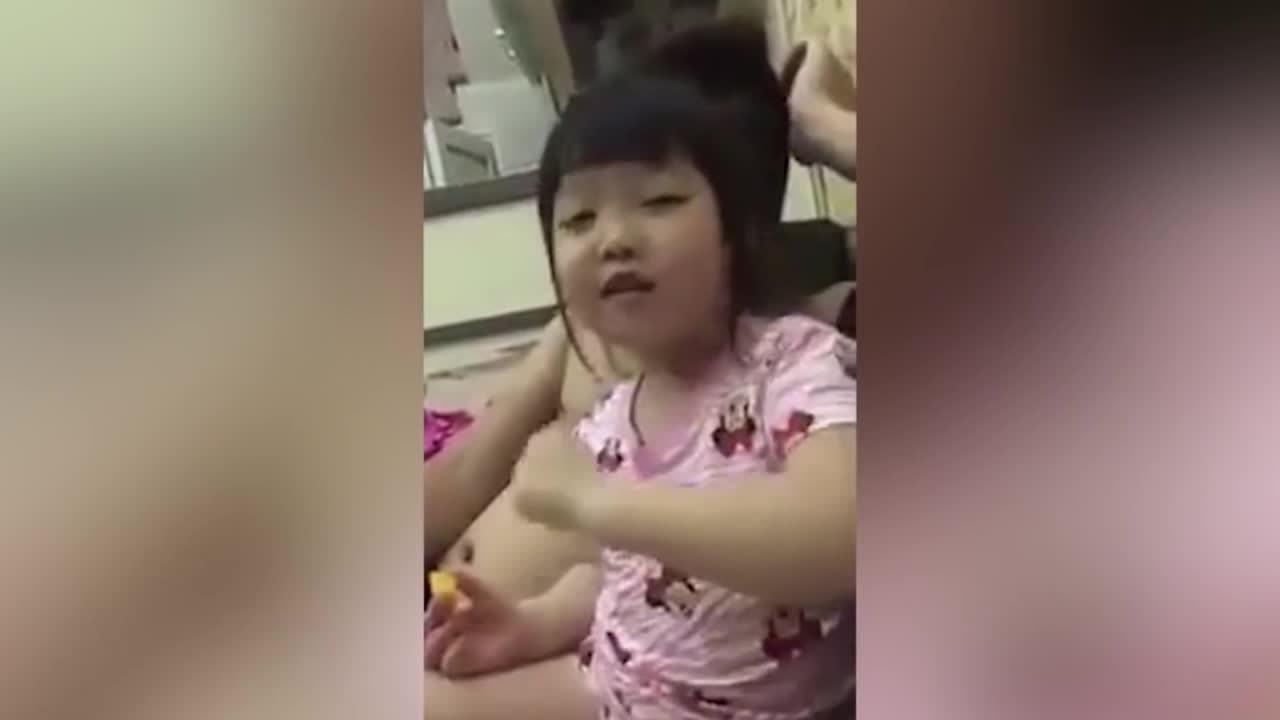 Cô bé 5 tuổi dạy mẹ cách làm dâu