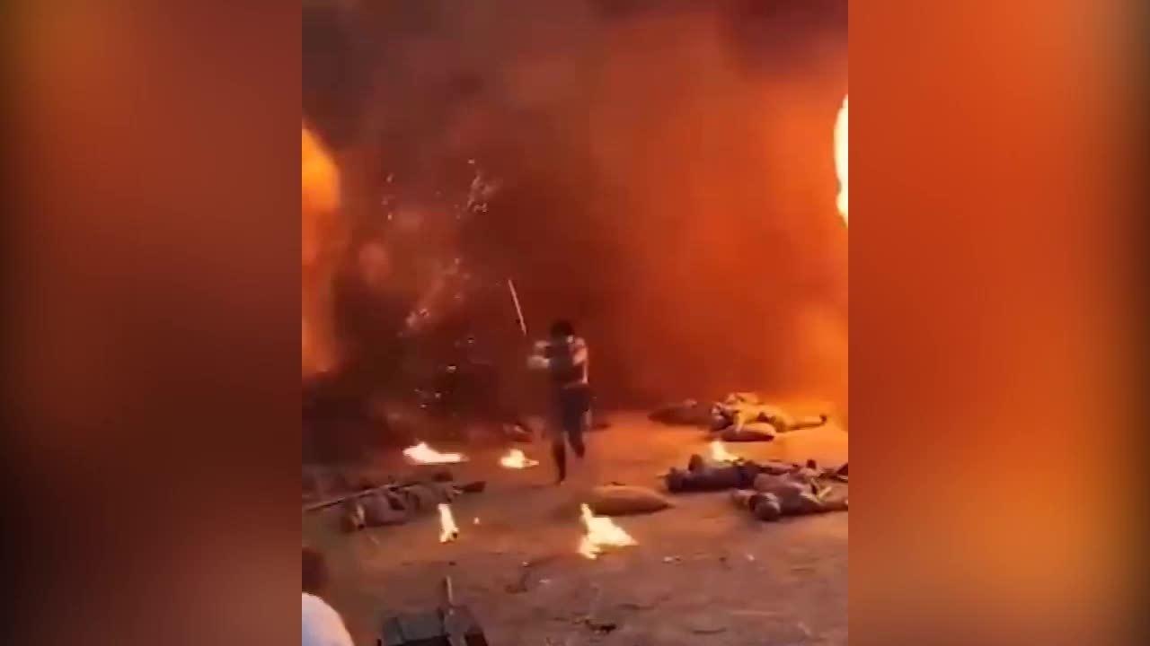 Cảnh cháy nổ hoành tráng