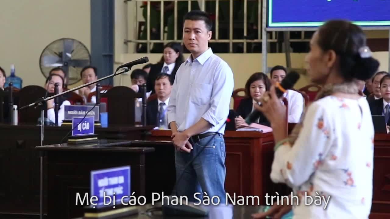 Mẹ bị cáo Phan Sào Nam tại toà