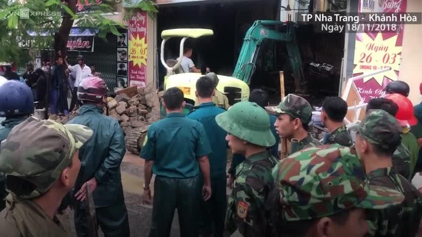 Vì sao không dự báo được mưa lũ chết người ở Nha Trang?