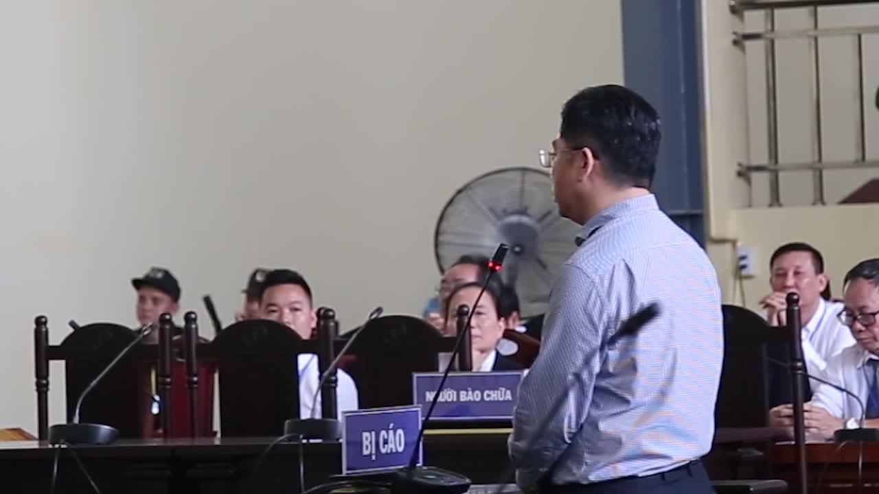 Nguyễn Văn Dương tranh luận tại toà