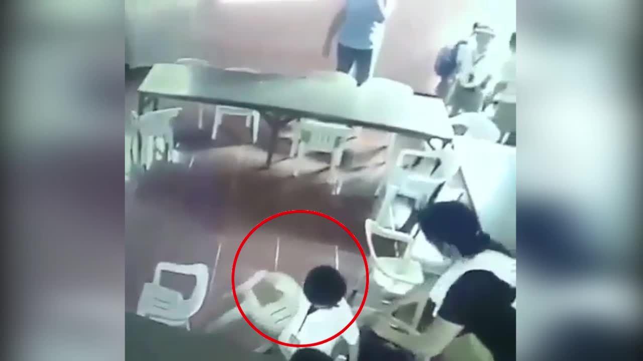 'Cậu bé mang nhầm ghế khiến giáo viên bật cười' hài nhất tuần qua