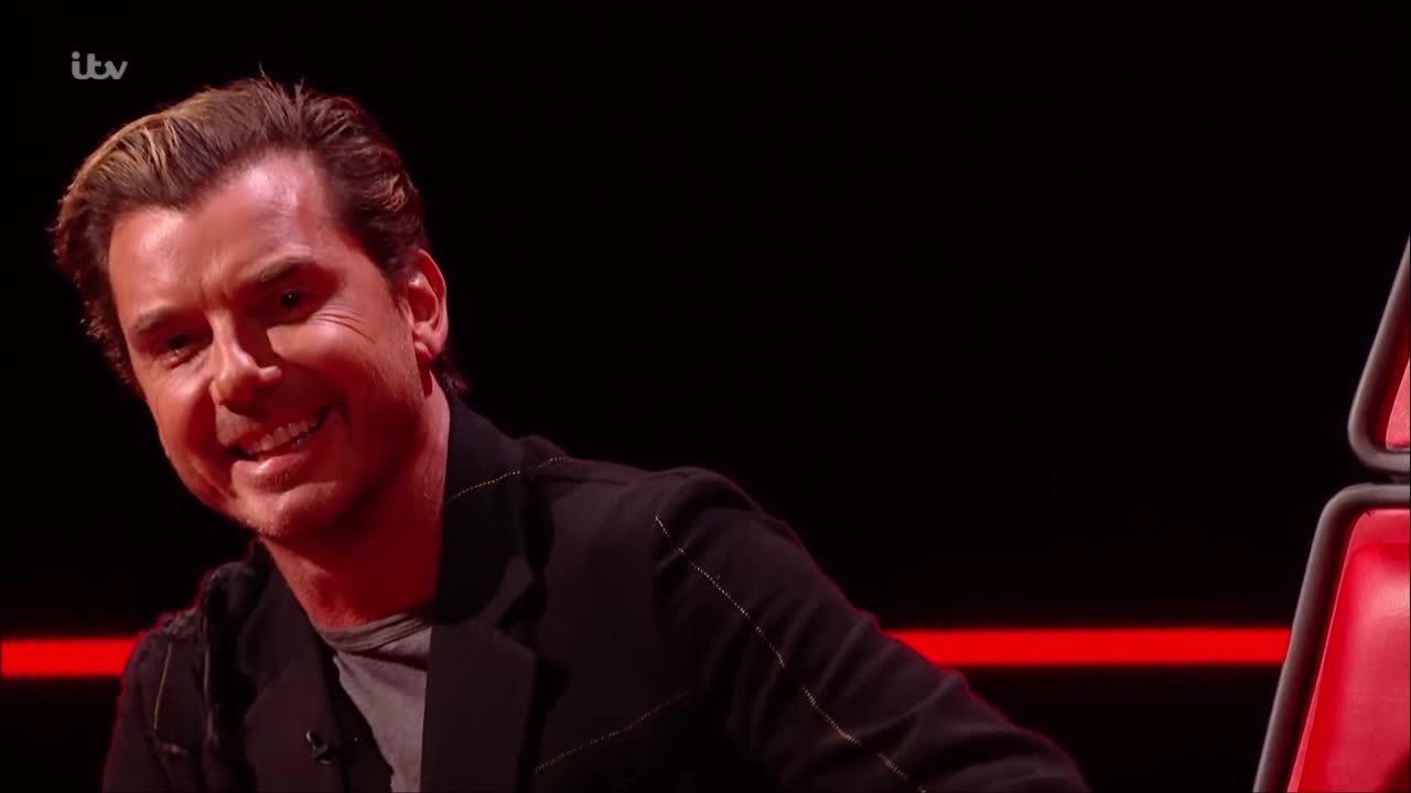 Thí sinh The Voice UK bất ngờ được chọn nhờ sự cố hài hước của HLV