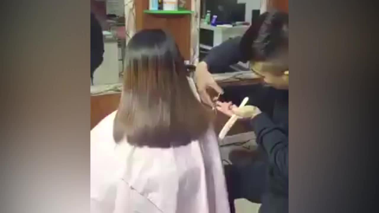 Cô gái bị cắt mất áo khi đi làm tóc