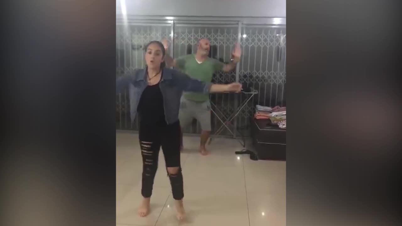 Khi ông bố trổ tài nhảy điêu luyện chẳng kém con gái