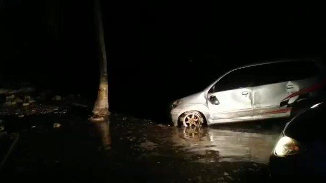 Đường phố ngập lụt sau sóng thần ở Indonesia