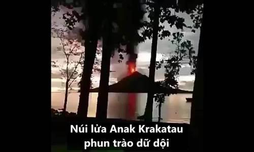 Núi lửa phun trào dữ dội trước trận sóng thần tấn công Indonesia