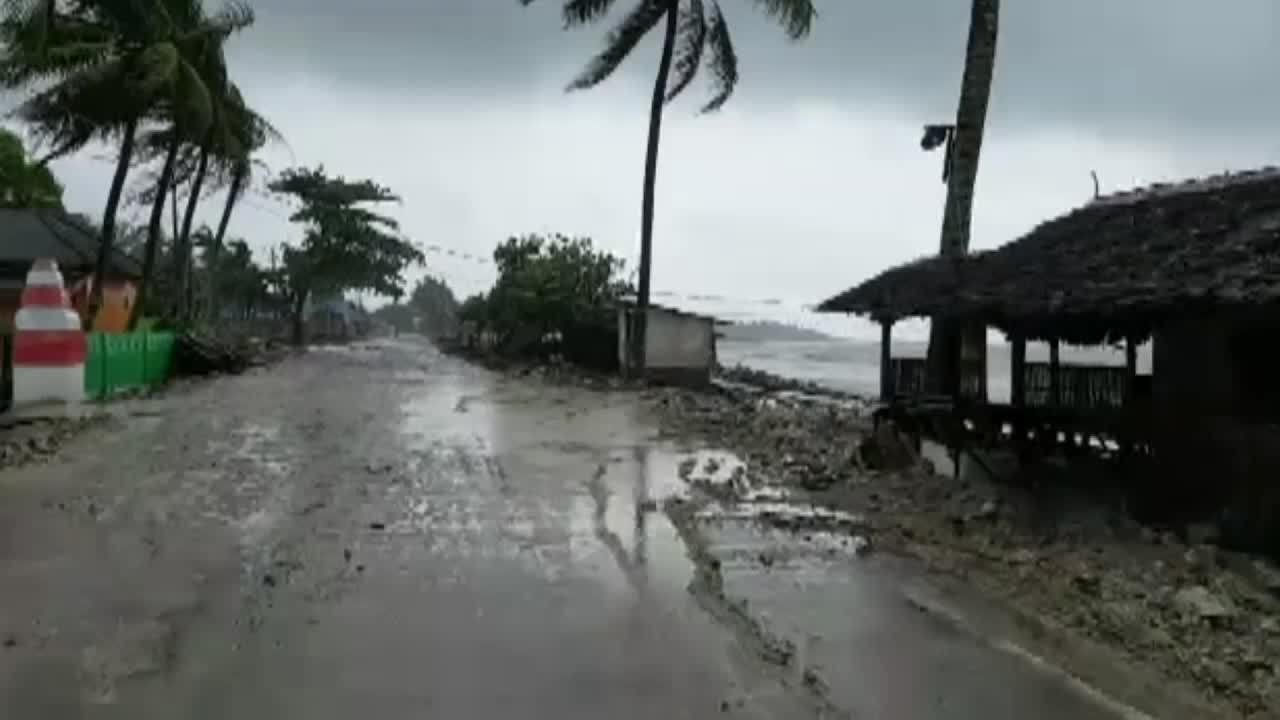 Sức tàn phá của sóng thần tấn công bờ biển Indonesia