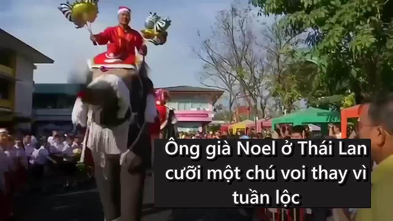 Ông già Noel cưỡi voi gây ngạc nhiên cho trẻ em Thái Lan