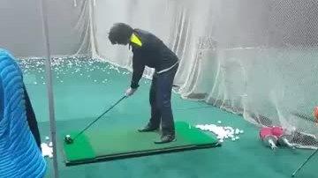 Sự khác biệt hài hước giữa lý thuyết và thực tế đánh golf